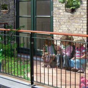Børn på altanen